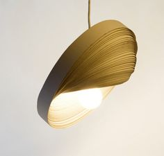 How to Recycle: Recycled Corrugated Cardboard LampShades Cool Lighting, Lighting Design, Diy Luz, Diy Lampe, Cardboard Design, Nightstand Lamp, Old Lamps, Cardboard Furniture, Interior Lighting
