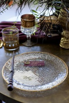Harry potter themed place setting for wedding reception with wand and wax seal Harry Potter Places, Harry Potter Style, Harry Potter Wedding, Dinner Themes, Dinner Parties, Whimsical Wedding Theme, Theme Ideas, Party Ideas, Harry Pitter