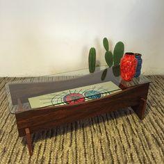 Mesa de salón, cerámica y madera.