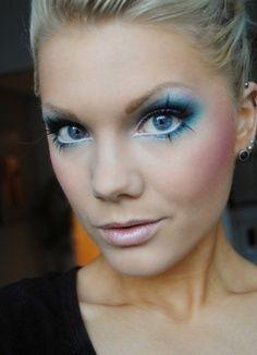 blue eyeshadow - unicorn makeup