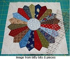 Ideas Crazy Patchwork Ideas Dresden Plate For 2019 Dresden Plate Patterns, Dresden Plate Quilts, Quilt Patterns, Patchwork Patterns, Patchwork Ideas, Quilting Tutorials, Quilting Projects, Quilting Designs, Sewing Projects
