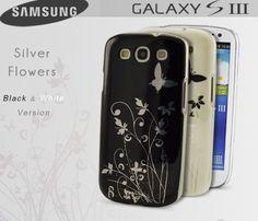 Coque Samsung Samsung-Galaxy-S3 Silver Flowers B&W version  Coque scintillante dotée d'un motif floral argenté qui capte et reflète la lumière.   Son revêtement  ultra-lisse amène un effet très glossy ! Ses bords sont translucides et son motif floral couleur argent la rendent unique ! Solide et légère cette coque protègera efficacement votre smartphone tout en laissant ses prises et boutons accessibles.
