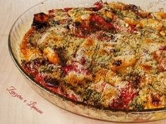 peperoni al forno - 1 peperone rosso 1 peperone giallo pangrattato 2 cucchiai Grana Padano o Parmigiano grattugiato sale (io rosa dell'Himalaya) 1 spicchio d'aglio un ciuffo di prezzemolo olio extravergine d'oliva Forno 180°10 mn