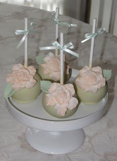 Cupcake Love Cupcakes, Wedding Cakes With Cupcakes, Love Cake, Cupcake Cookies, Elegante Cupcakes, Flower Cake Pops, Fashion Cupcakes, Bag Cake, Sugar Flowers