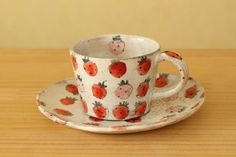 Strawberry Ceramic Mug Pottery Painting, Ceramic Painting, Ceramic Art, Painted Mugs, Painted Plates, Pottery Designs, Cute Mugs, Clay Art, Ceramic Pottery