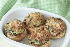 Rezept gefüllte Champignons | Lecker Ohne ... Parmesan, Muffin, Low Carb, Breakfast, Food, Christmas Meals, Souffle Dish, Spinach, Fungi