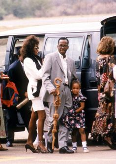 Picture of Whitney Houston Beverly Hills, Whitney Houston Pictures, Bobbi Kristina Brown, Old School Music, Handsome Black Men, Bobby Brown, Celebrity Couples, Black Love, Black History