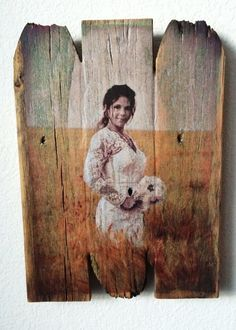 Picture on Wood - Custom Portraits on Reclaimed Wood Picture On Wood Diy, Picture Transfer To Wood, Reclaimed Wood Picture Frames, Rustic Picture Frames, Photo On Wood, Pallet Pictures, Wood Pictures, Barn Wood Crafts, Barn Wood Projects
