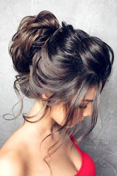 The nicest winter hairstyles to show off during the Holiday season and at a Christmas party.