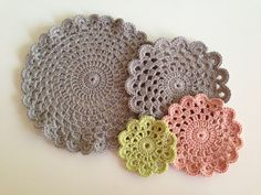 Crochet Round, Crochet Home, Crochet Motif, Diy Crochet, Crochet Doilies, Crochet Flowers, Crochet Patterns, Homemade Gifts, Coasters
