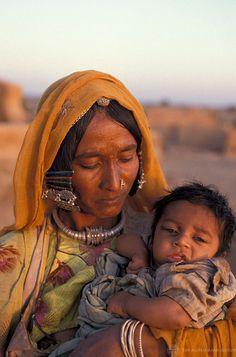 2010s. Adivasi es la denominación general del conjunto heterogéneo de grupos étnicos o tribales indígenas de la India. Son conocidos también como las tribus de la India en contraposición a las castas de la India: https://es.wikipedia.org/wiki/Adivasi https://www.youtube.com/watch?v=t_hIuq--aoo