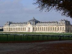 Believe it or not, this was Chateau Chantilly's garage!  No not for cars silly, for their horses! Leodowellinteriors
