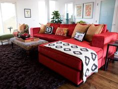 Room designed by Erinn Valencich. >> Loving the couch and textiles!