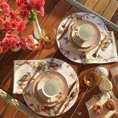 As begônias invadiram meu café da manhã junto com as borboletas e os pássaros. O sol resolveu iluminar o cenário. Delícia de segunda!! Estreando minha roupa de mesa a cara da primavera da @zuzularaposo. 🌺🌸🌷🌺🌸🌺 #breakfast #cafédamanhã #home #tabledecor #tablescape #lifestyle #photooftheday #mesaposta #mesadodia #mesapostadadanika #achadosdasemana #receberbem #semanamesahits_flowerpower #pipstudio #piplovers #natalrn #meseirasdenatal #borboletas #birds #pássaros #begônias #primavera…