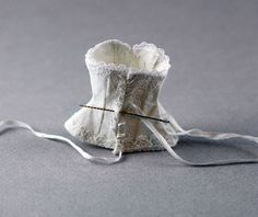 Fabulous Miniature Doll Artist Anna Hardman and graciously lets us publish her corset tutorial on our Blog. Thnx Anna!