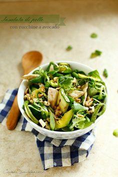 Cucina Scacciapensieri: Insalata di pollo, zucchine e avocado Veggie Recipes, Raw Food Recipes, Italian Recipes, Healthy Recipes, Healthy Cooking, Healthy Salads, Zucchini, Food Humor, Healthy Foods