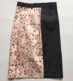 DESCRIZIONE ARTICOLO:   Marca: BLUS & BLUS Modello: gonna con due tessutti, la parte anteriore è di jeans e la parte posteriore è di cotone con il motivo floreale, vita alta, elasticizzata, 2 tasche anteriori Size W28 Taglia italiana 42 D36 GB6 F38, verificate le misure Materiale: 98% cotone 2% lycra Abbottonatura: zip e bottone Condizioni: usato, ottime condizioni, come da foto   Misure: Girovita 66 cm Fianchi 45 cm Lunghezza 61 cm   Come vengono prese le misure? La gonna viene posta su…