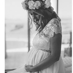 Inspiração para as gravidinhas lindas... Olha essa foto!!' Amei amei! #lkgifts #luxurywedding #casamento #wedding #noiva #grown #bride #coroadeflores #gravida #noivagravida #casamentonapraia #vestidodenoiva #weddingdress #dress #constancezahn #yeswedding #ido #sayido