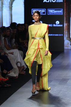 Divya Reddy at Lakmé Fashion Week Summer/Resort 2017 India Fashion Week, Lakme Fashion Week, Fashion Show, Fashion Outfits, Fashion Design, Fashion Weeks, Ethinic Wear, Resort 2017, Vogue India