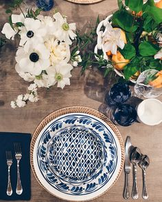 The new AERIN collection at Williams Sonoma 100% speaks to my love of all things blue and white. The ceramic tableware is made in Portugal and painted in San Francisco. Just beautiful! @AERIN @williamssonoma