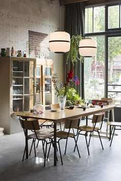 Dining room lighting: Industrial dining room ideas for your dining room decor Dining Room Inspiration, Home Decor Inspiration, Decor Ideas, Room Ideas, Dining Room Design, Dining Room Furniture, Dining Rooms, Dining Area, Dining Table