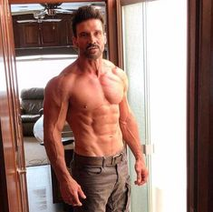 """vallisagarwaen: """" libertinem: body fat on Frank Grillo, in case you were wondering. Photo from the June 2016 Muscle and Fitness magazine. Damn good interview too. Body Inspiration, Fitness Inspiration, Daddy, Celebrity Workout, Celebrity Fitness, Muscular Men, Athletic Men, Moda Fitness, Men Health"""