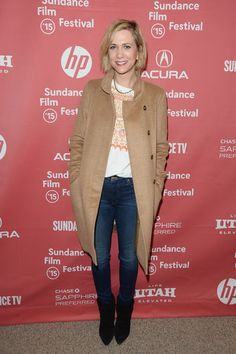 In the ease of styling we love so much, Kristen Wiig styled her skinny jeans with black booties and a printed blouse. Topping the whole thing off with a camel coat, her casual look still remains chic as ever.