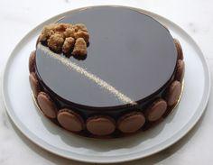 Ingrédients Biscuit au Chocolat 150g oeufs 150g sucre 150 farine type 45 25g beurre 30g cacao en poudre 100% 160g crème liquide 30% de M.G. Au batteur, monter les oeufs avec le sucre. Ajouter farine, cacao en poudre et beurre fondu. Terminer par la crème...