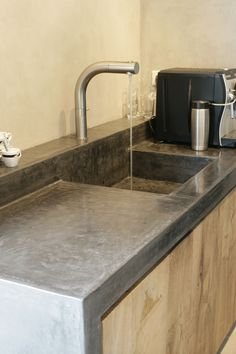 Carte Colori Tadelakt gootsteen... II have no idea what that says.... but I love this Tadelakt sink and countertop!