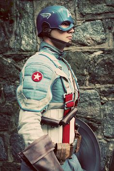 Character: Captain America (Steve Rogers) / From: MARVEL Studio's 'Captain America: The First Avenger' / Cosplayer: Mike Mulligan Epic Cosplay, Amazing Cosplay, Cosplay Girls, Cosplay Ideas, Superhero Cosplay, Marvel Cosplay, Cool Costumes, Cosplay Costumes, Halloween Costumes