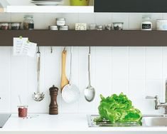 kitchen shelf in H-form to place little things on it  (DIY tutorial in german)