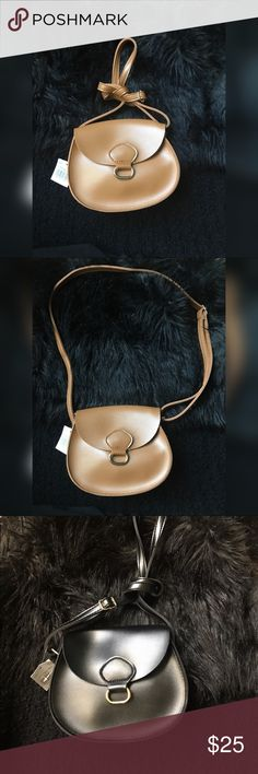 🎉SALE🎉Faux leather crossbody Faux leather small crossbody bag, with adjustable straps. Comes in two colors blk and brown Bags Crossbody Bags