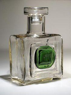 Pyörittäen puhallettu lasi. Glass Design, Design Art, Carafe, Finland, Modern Contemporary, Glass Art, Retro Vintage, Perfume Bottles, Vase