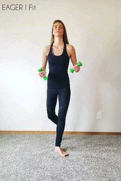 Barre Arm Workout Barre arm workout for toned shoulders and strong arms. Do these exercises at home. Great for beginners. Use light weights and light your arms on fire! Click the link to learn how to transform your body with barre fitness. Barre Arm Workout, Band Workout, Pilates Barre, Ballet Barre, Pilates Video, Slim Arms Workout, Barre Body, Pilates Workout Videos, Barre Workouts