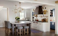 5 elements of a transitional kitchen will be discussed in today's post. This style of kitchen is characterized by elements from both traditional and contemporary designs. Layout Design, Old Fashioned Kitchen, Ikea, Software, 5 Elements, Best Kitchen Designs, Vintage Kitchen Decor, Transitional Kitchen, Farmhouse Style Kitchen