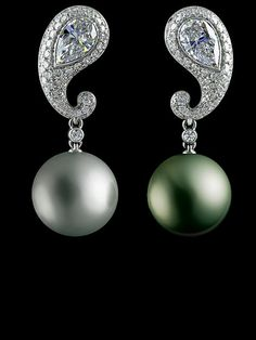 Jewellery Theatre - 18K white gold, 1 diamond 1.16-1.19 ct, 1 diamond 1.04-1.07 ct, 140 diamonds 1.67-1.70 ct, white pearl Ø 14.5, dark pearl Ø 13.7