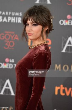 Ursula Corbero attends Goya Cinema Awards 2016 at Madrid Marriott Auditorium on February 2016 in Madrid, Spain. Hair Inspo, Hair Inspiration, Hairstyles With Bangs, Cool Hairstyles, Medium Hair Styles, Short Hair Styles, Hair Medium, Corte Y Color, Soft Hair