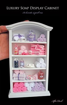 ••  Después Miniaturas Oscuras: Abril 2011.  LUXURY SOAP DISPLAY CABINET