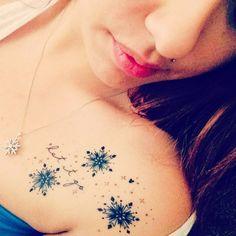 http://tattoomagz.com/collarbone-tattoos/cool-snowflakes-collarbone-tattoo/