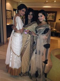Sunny Leone spotted in hot sari with 'Tina and Lolo' team (view pics)