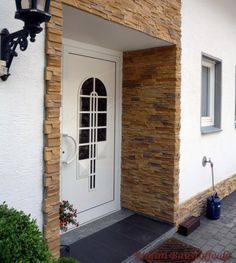 Außenbereich für den Eingang, Riemchen Cäsar Marie Garage Doors, Outdoor Decor, Home Decor, Porcelain Tiles, Drive Way, Architectural Materials, Entrance, Remodels, Wall Design