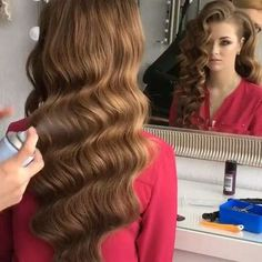 Romantic hairstyles , which are among the 2019 hair trends, include beautiful models that you can choose for both daily life, private events and business life. If you are bored of tight buns, straight hair or ordinary. Evening Hairstyles, Romantic Hairstyles, Bride Hairstyles, Down Hairstyles, 1940s Hairstyles For Long Hair, Gatsby Hairstyles, Hairstyle Wedding, Wedding Hair And Makeup, Bridal Hair