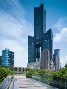 Tuntex Sky Tower, Kaohsiung (Taiwan) 85 floors, completed in 1997 Tower Building, Building Facade, Building Design, Architecture Art Design, Amazing Architecture, Japanese Shrine, City Layout, Futuristic Design, Construction Design