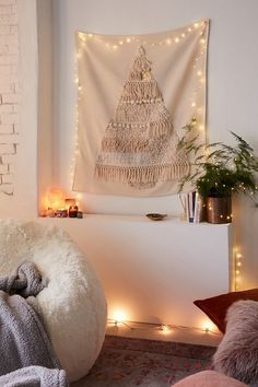 Boho Christmas Decor Inspiration - Collectively Christine It's almost Christmas and I can freaking believe it. We are finally setting up our Christmas decorations and tree this weekend and I'm so excited. Christmas Wreaths, Christmas Decorations, Christmas Tree, Holiday Decorating, Christmas Ideas, Decorating Ideas, Christmas Inspiration, Holiday Fun, Christmas Holidays