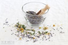 Chill Out Herbal Tea Recipe. This herbal tea recipe is a blend of calming herbs designed to help us chill out after a hectic day. This calming tea recipe is perfect served hot or cold. Organic Living, Natural Living, Diy Herb Garden, Herb Gardening, Organic Gardening, Garden Ideas, Calming Tea, High Protein Snacks, Chamomile Tea