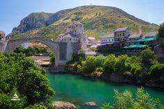 """Mostar - mesto v Bosne a Hercegovine je skutočne nádherné. Úzke uličky a historický """"Stari most"""" nad riekou Neretvou ho predurčujú k návšteve."""