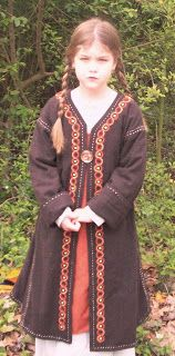 Kenna's Closet: A 9th Century Viking Caftan -- detailed instructions for sewing in any size