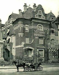 1910. Dózsa György út 100.