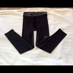 Nike pro combat cropped tights. Nike women's pro combat cropped running tights in size XL.  90% polyester and 10% spandex.  In excellent condition. Nike Pants Ankle & Cropped