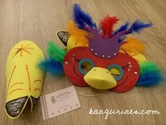 Ay madre!! Si es que en Kangurines valemos lo mismo para un roto que para un descosido  Tenemos a una clienta que además de ser un amor nos hace unos pedidos originales y divertidos. En esta ocasión toca disfrazar a 10 peques de pájaros rojos para la función del cole, y aquí estamos, dejando un poco de lado la máquina de coser para trastear con la  gomaeva  Máscaras de pájaro y patas para todos!!   #kangurines #disfraz #disfraces #paraniños #pájaros #navidad #función #fiestainfantil…